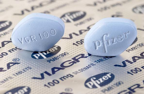 (GERMANY OUT) potency pill Viagra ( 100mg ) - blue / Pfizer (Photo by Raupach/ullstein bild via Getty Images)